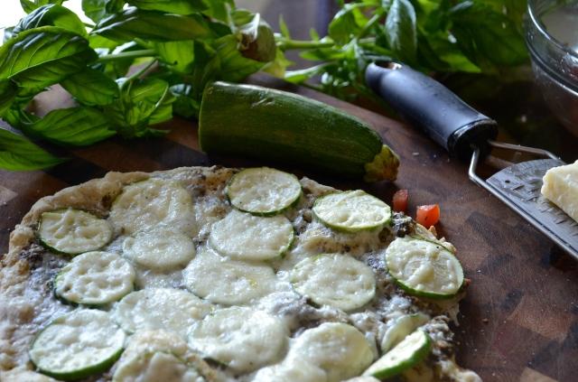 Zucchini-Pesto Pizza